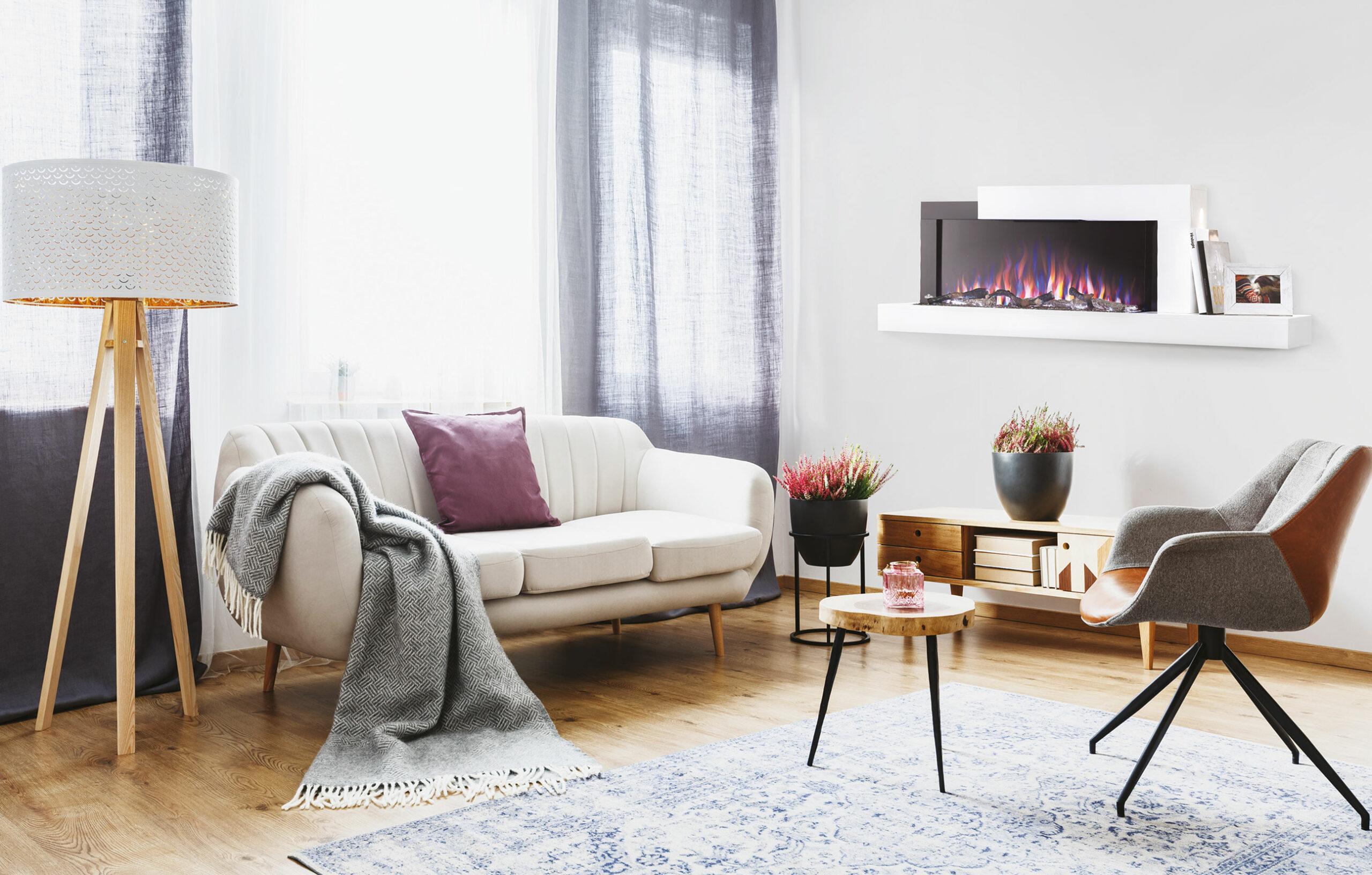 Napoleon Premium Fire Keyvisual. Ein Wohnzimmer mit einem elektrischen Kamin von Napoleon.